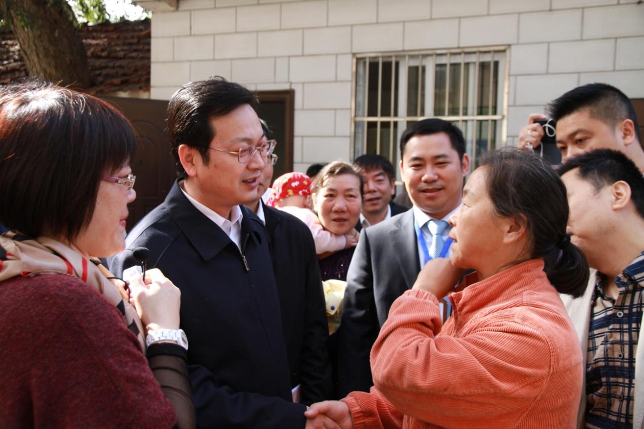 南通市市长张国华视察中心工作